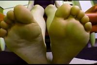 【足裏ふぇち】草●紅葉(19)足のサイズ23.5cm★お手入れしても臭っちゃう★足裏を見せる女★②