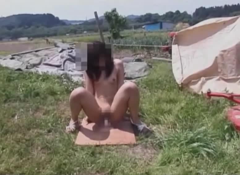 野外でオマンコする淫乱専門学校生